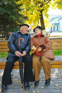 Pensionister på en bænk