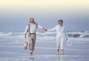 ældre par på stranden